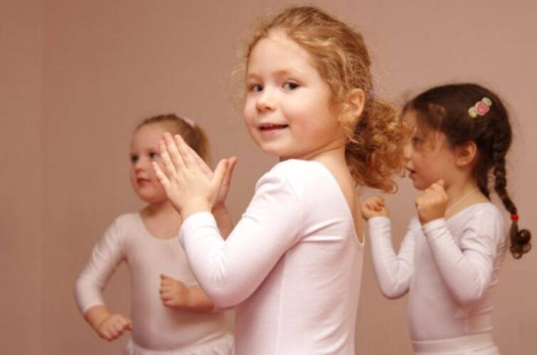 Dance lessons in the Montessori kindergarten in Moscow